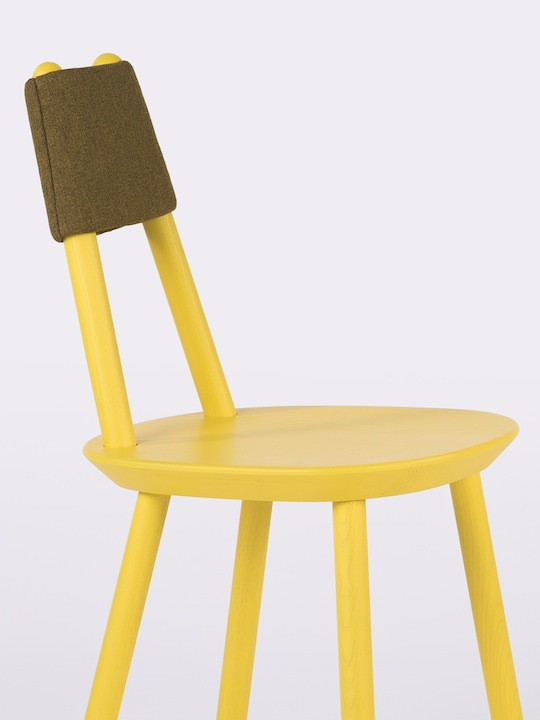 Yellow_naive_chair_close_up
