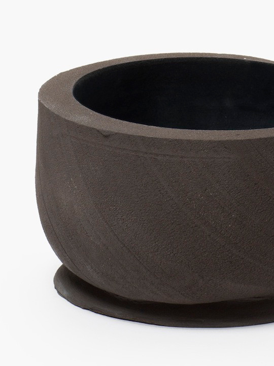 extrusion_bowl_small_gres_noir_detail